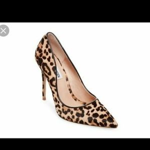 ✨HP✨Nine West Daisies Leopard Heels Size 4M